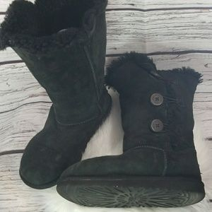 UGG 3 Button furry boots size 3 youth black